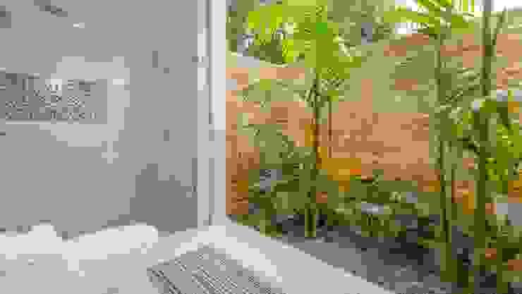 Casa de la Acacia - Sombra Natural Baños de estilo moderno de David Macias Arquitectura & Urbanismo Moderno