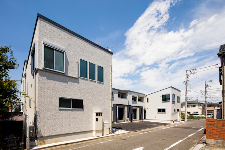 南西側外観|東京都足立区|収納の家 モダンな 家 の homify モダン タイル