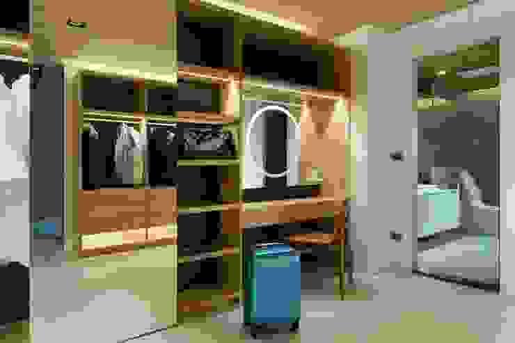 【衣櫃設計的層層巧思】: 極簡主義  by 衍相室內裝修設計有限公司, 簡約風