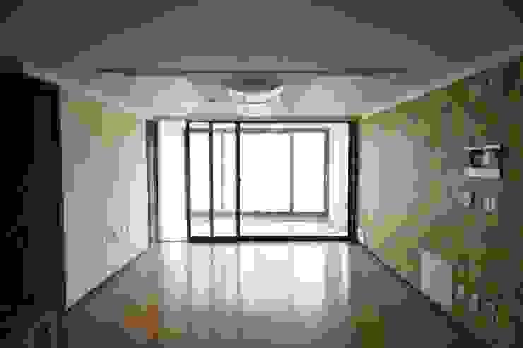Minimalist living room by homelatte Minimalist