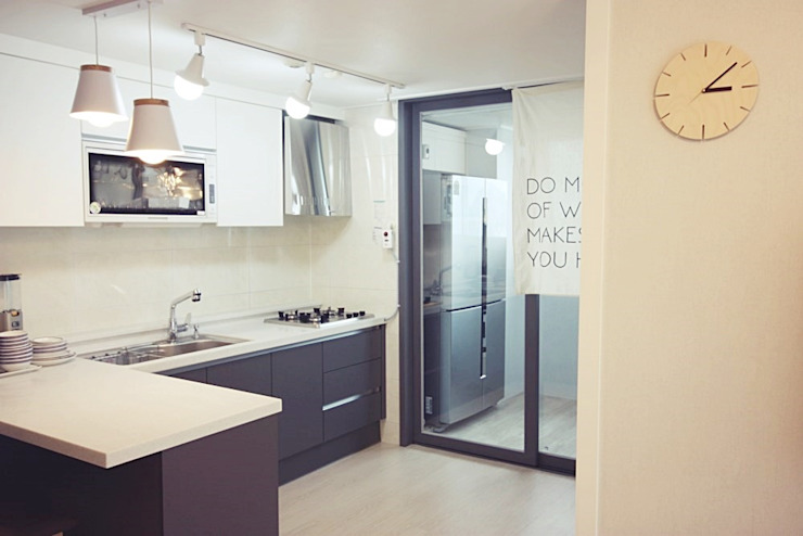 Minimalist kitchen by homelatte Minimalist