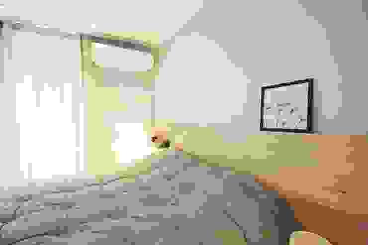 Minimalist bedroom by homelatte Minimalist