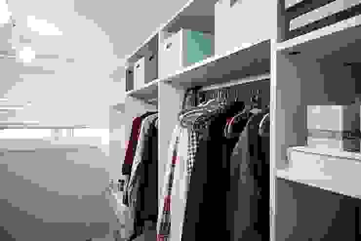 Minimalist dressing room by homelatte Minimalist