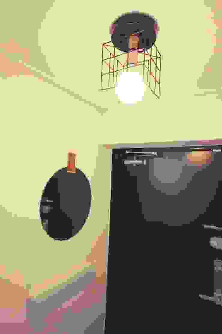 Minimalist corridor, hallway & stairs by homelatte Minimalist