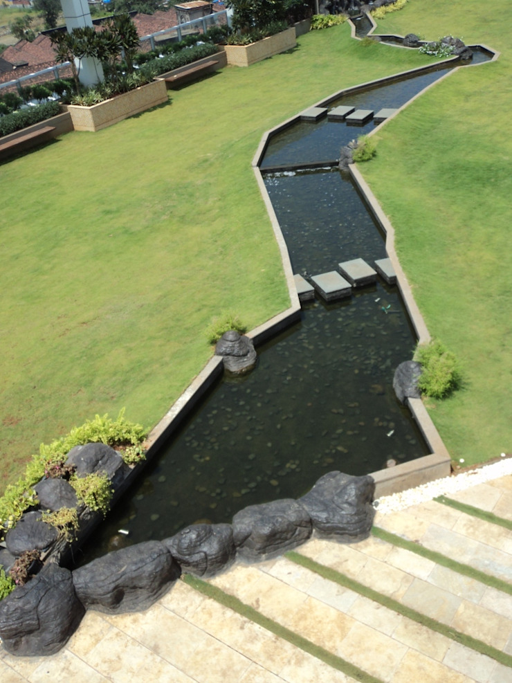 Tropical water body feature by Land Design landscape architects Tropical