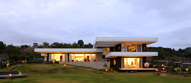 11 K-Waks Studio K-7 Designs Pvt. Ltd Modern houses Concrete White