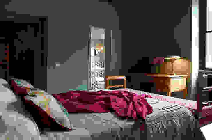 Piccola Guest Manison Modern Bedroom by NOS Design Modern