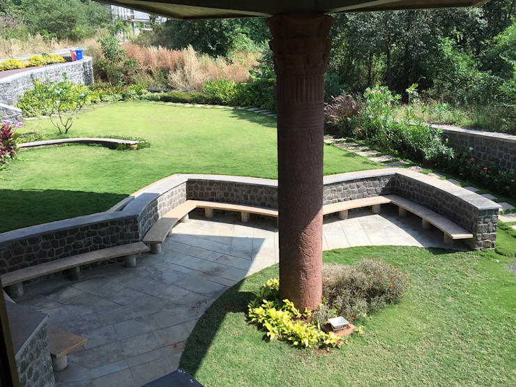 Lotus shaped seating area Modern Garden by Land Design landscape architects Modern