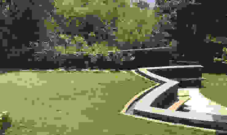 Lawn area around the bungalow Modern Garden by Land Design landscape architects Modern