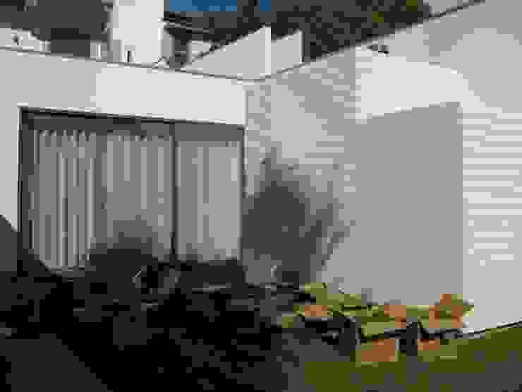 Jardines modernos: Ideas, imágenes y decoración de Pedro Parente Vasconcelos - Arquitetura Paisagista Moderno Aglomerado