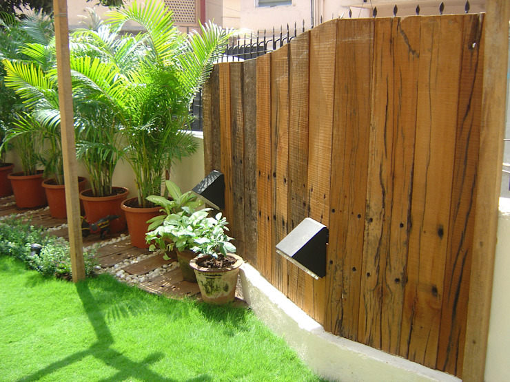Wood cladded compound wall Tropical style garden by Land Design landscape architects Tropical