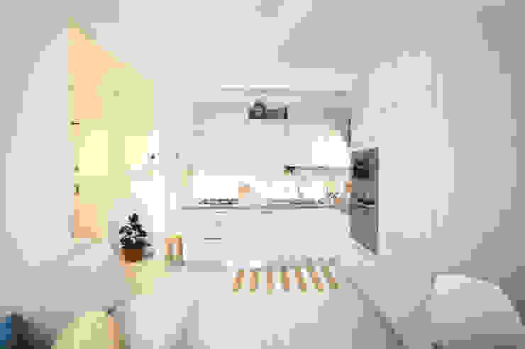 Interior | Cesenatico Cucina in stile mediterraneo di Civicocinquestudio Mediterraneo