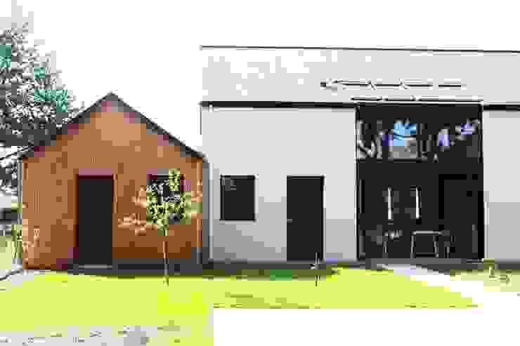 atelier et jardin d'hiver Maisons modernes par yg-architecte Moderne Bois massif Multicolore