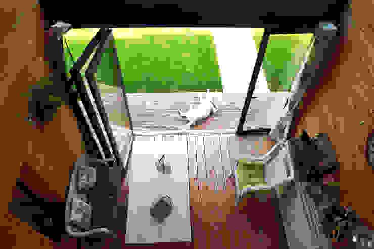 北欧スタイルの 温室 の yg-architecte 北欧 無垢材 多色