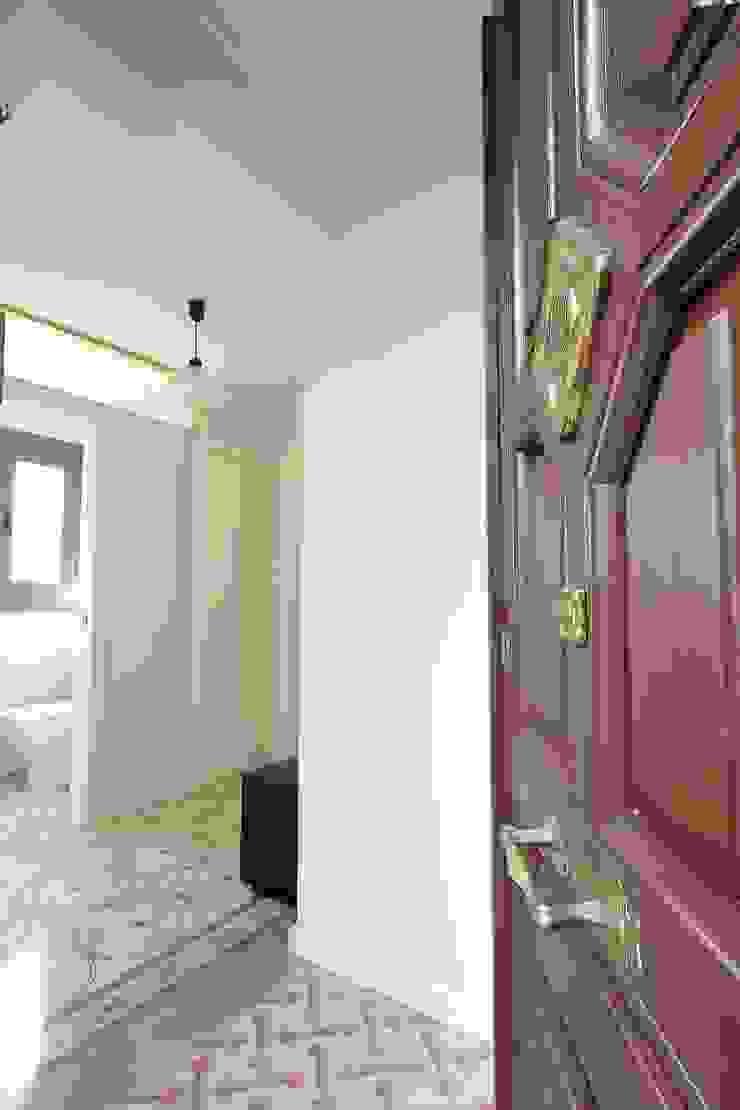 Mediterranean corridor, hallway & stairs by GPA Gestión de Proyectos Arquitectónicos ]gpa[® Mediterranean Glass
