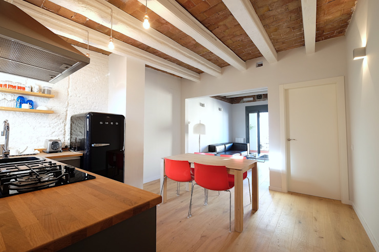 Mediterranean style dining room by GPA Gestión de Proyectos Arquitectónicos ]gpa[® Mediterranean Solid Wood Multicolored