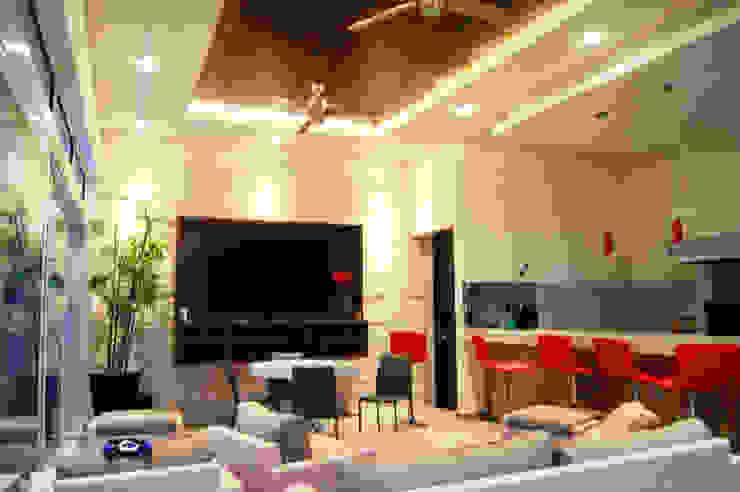 Ampliación Residencia BG Balcones y terrazas modernos de Arstudio Moderno Caliza