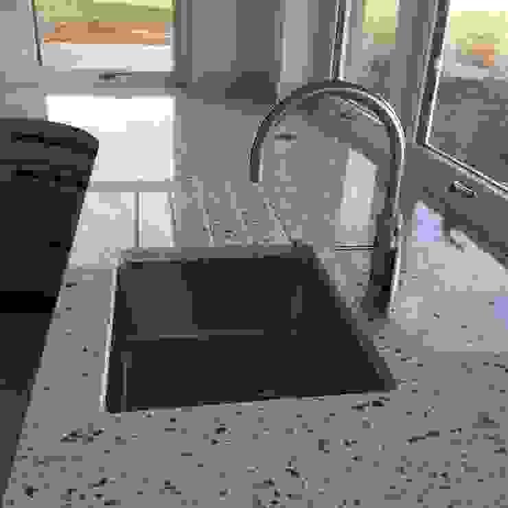 Kitchen sink من Roundhouse Architecture Ltd حداثي