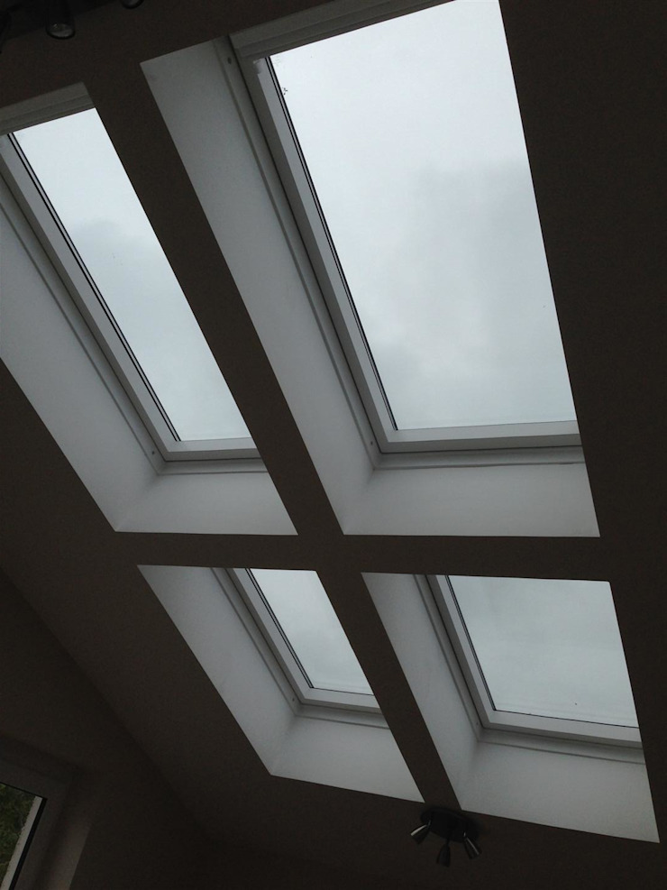 Windows Finestre & Porte in stile moderno di Roundhouse Architecture Ltd Moderno