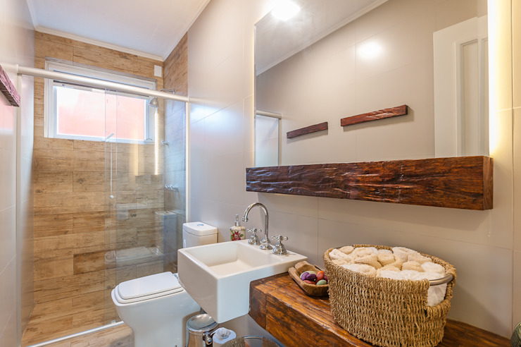 Bathroom by RHAJA ARQUITETURA, Rustic