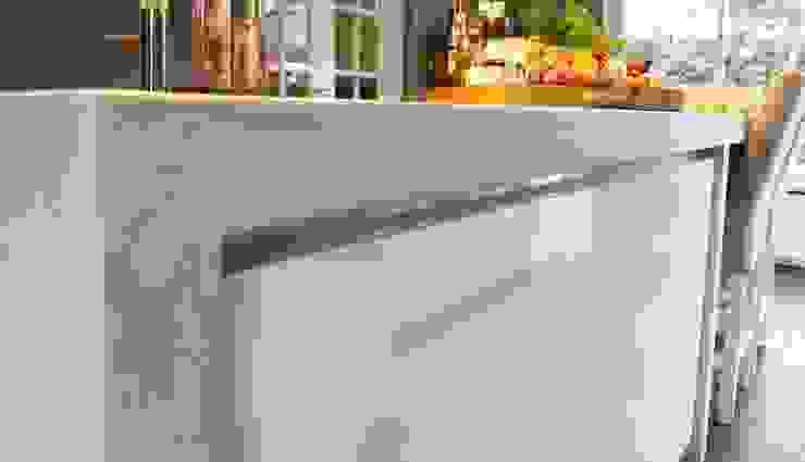 Moderne woonkeuken met kookeiland Moderne keukens van Langens & Langens BV Modern