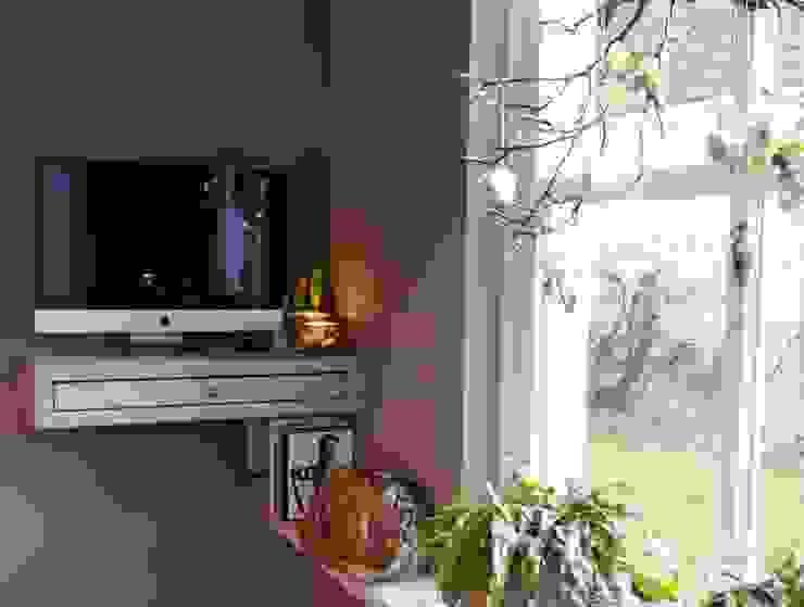 Moderne woonkeuken met computerhoek Moderne keukens van Langens & Langens BV Modern