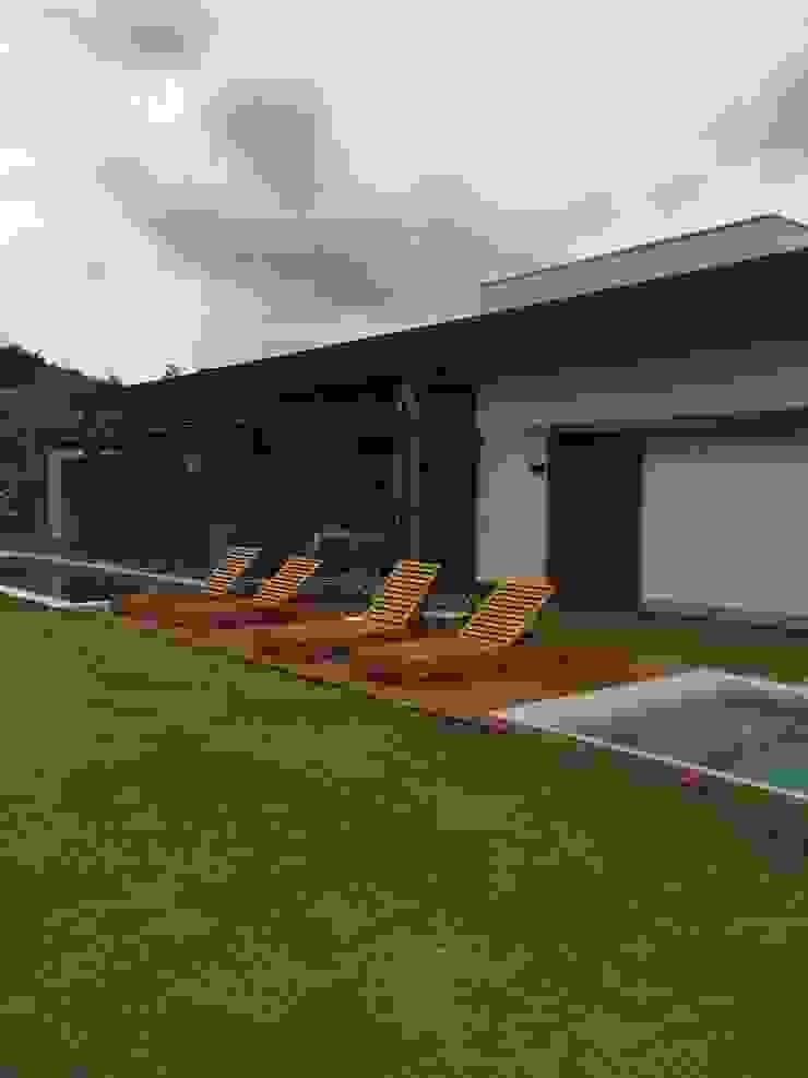 luciana zeitel & marcella libeskind arquitetura e interiores Moderne zwembaden