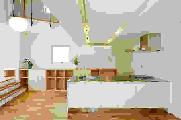 Modern kitchen by スタジオグラッペリ 1級建築士事務所 / studio grappelli architecture office Modern