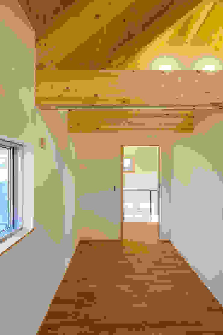 Moderne Kinderzimmer von スタジオグラッペリ 1級建築士事務所 / studio grappelli architecture office Modern