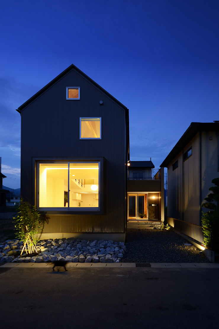 Modern houses by スタジオグラッペリ 1級建築士事務所 / studio grappelli architecture office Modern