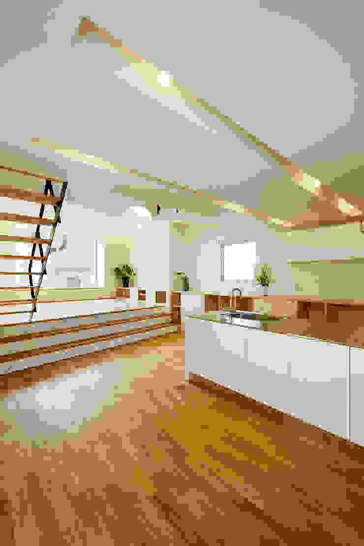 Moderner Multimedia-Raum von スタジオグラッペリ 1級建築士事務所 / studio grappelli architecture office Modern