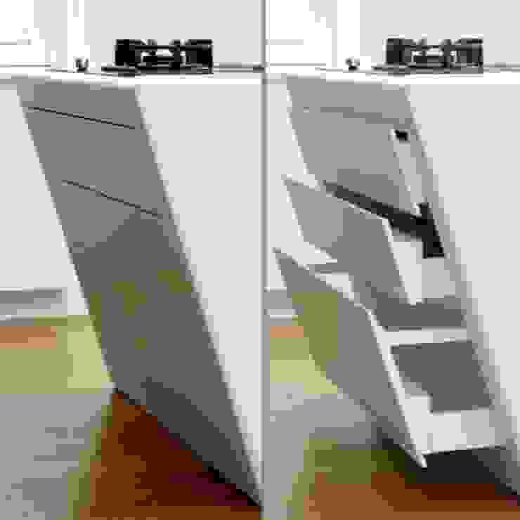 Verbouwing monumentaal pand Gemert Moderne keukens van Wessel van Geffen Architecten Modern