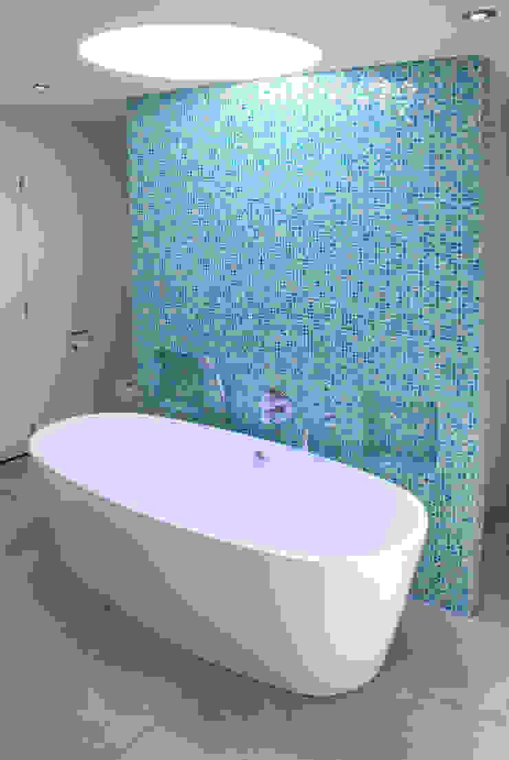 Verbouwing Woonhuis te Veghel Moderne badkamers van Wessel van Geffen Architecten Modern