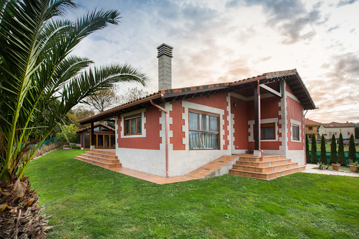Classic style houses by GRUPO EUROCASA MODULAR Classic
