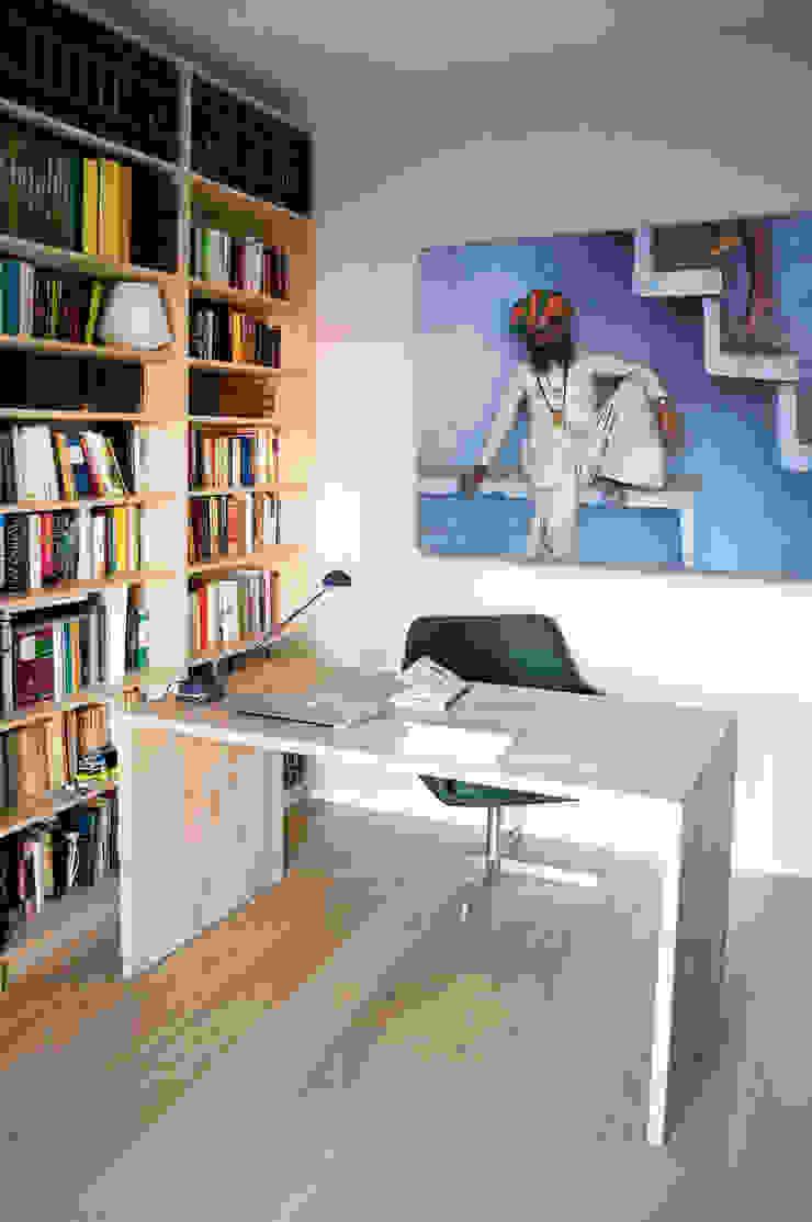 FLAT SC by 07am architetti Modern