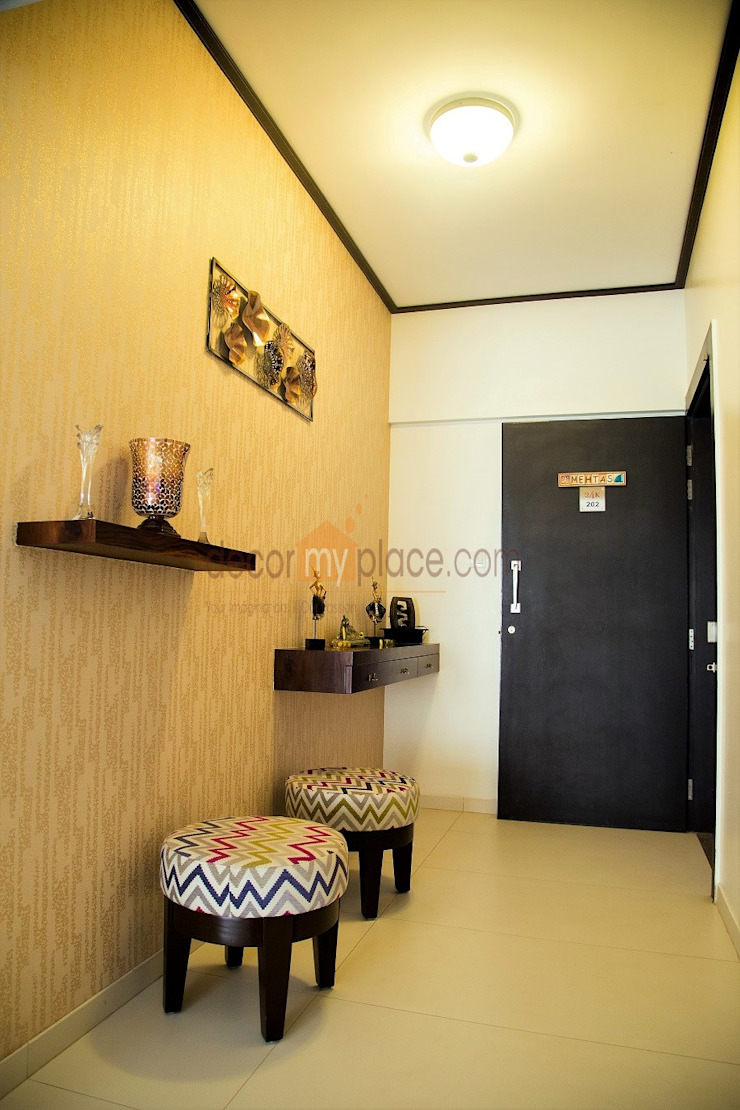 foyer decor Modern corridor, hallway & stairs by decormyplace Modern