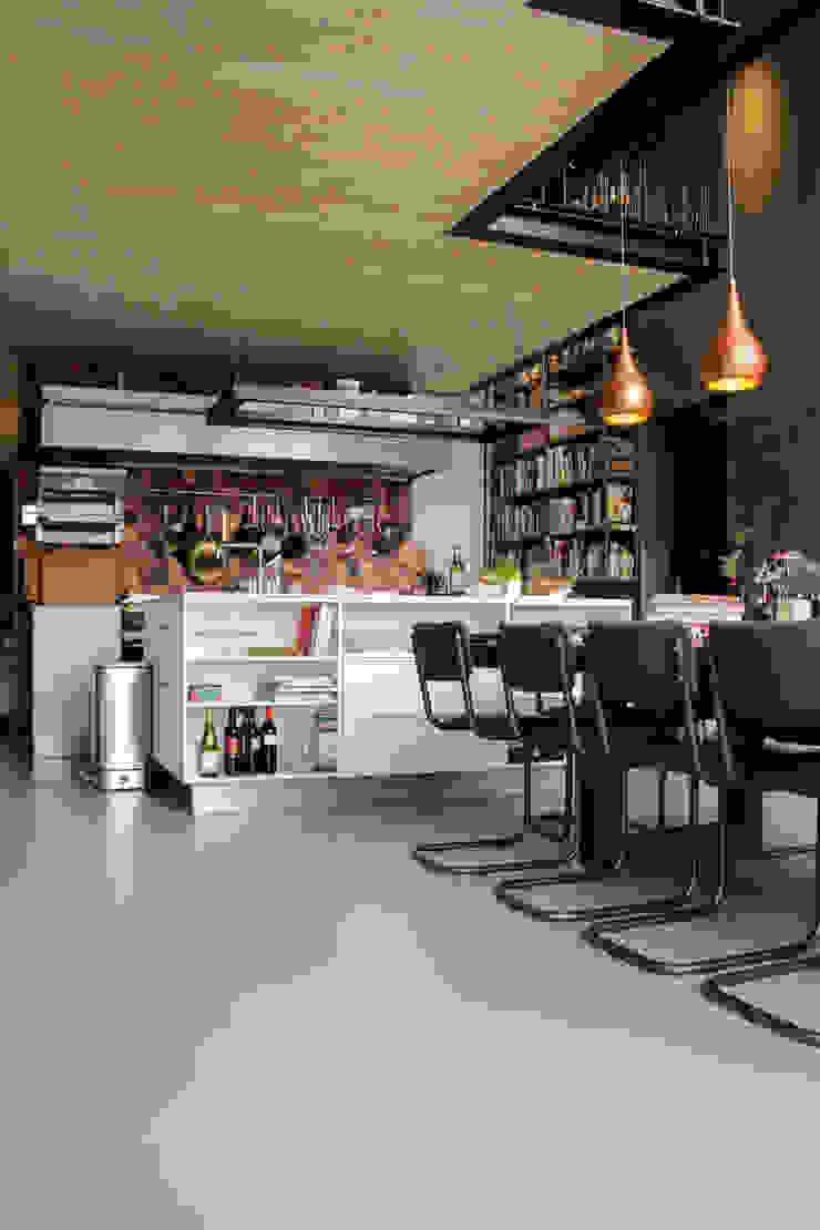 Betonlook gietvloer in keuken van Motion Gietvloeren Industrieel