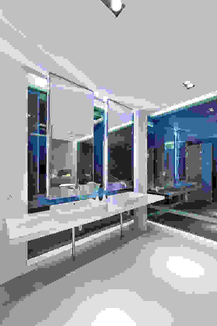 Moderne Badezimmer von Millimeter Interior Design Limited Modern