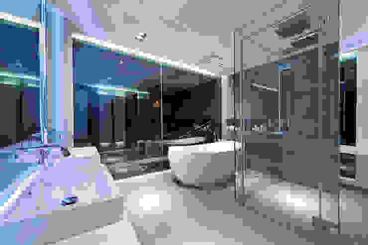 Bathroom by Millimeter Interior Design Limited,