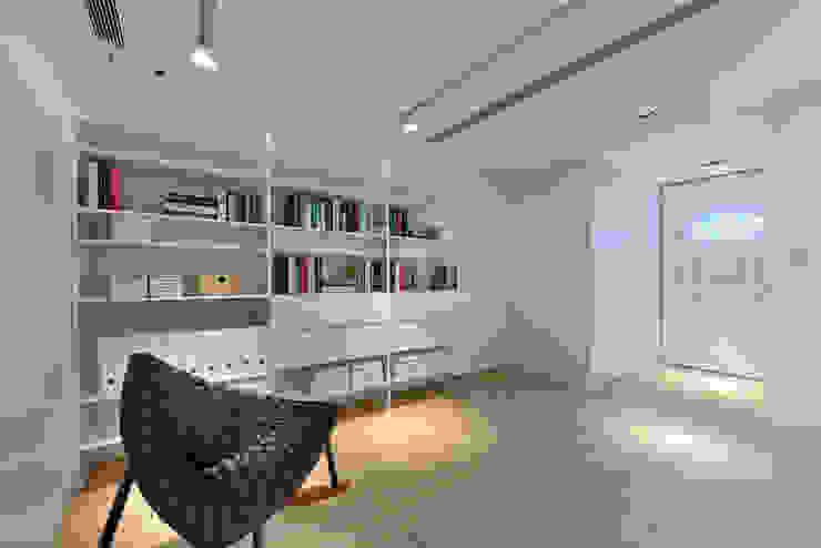 Moderne Arbeitszimmer von Millimeter Interior Design Limited Modern