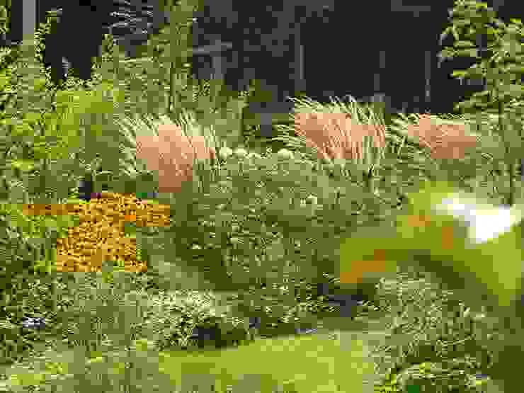 Spätsommer Garten im Landhausstil von wilhelmi garten- und landschaftsarchitektur Landhaus