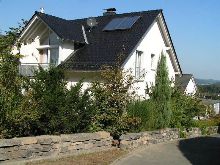 Gartenmauer wilhelmi garten- und landschaftsarchitektur Garten im Landhausstil