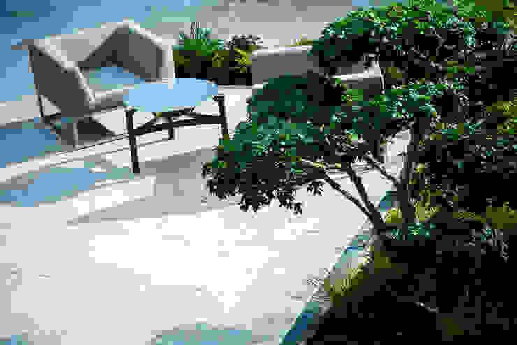Art Nouveau by Cool Gardens Landscaping