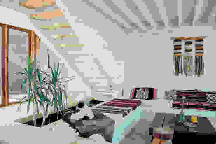 Soggiorno in stile  di Thomas Löwenstein arquitecto, Rustico Legno Effetto legno