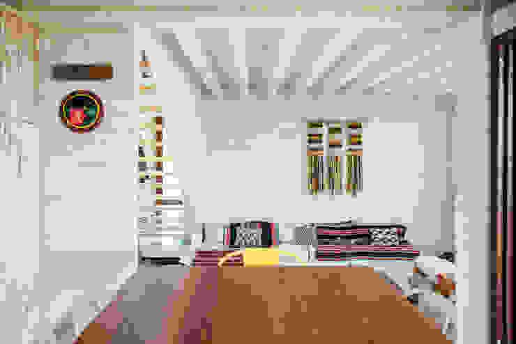 comedor-cocina y living Comedores de estilo rústico de Thomas Löwenstein arquitecto Rústico Madera Acabado en madera
