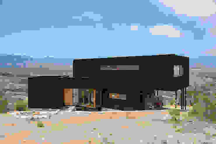 Rustic style house by Thomas Löwenstein arquitecto Rustic Wood Wood effect