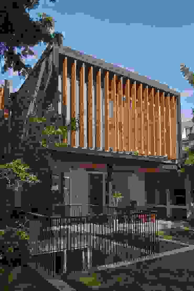 fachada poniente ampliacion y patio de luz Casas estilo moderno: ideas, arquitectura e imágenes de Thomas Löwenstein arquitecto Moderno Madera Acabado en madera