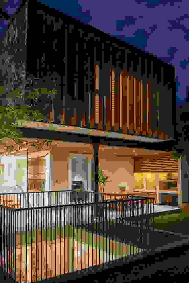 vista 3 niveles de la ampliación Casas estilo moderno: ideas, arquitectura e imágenes de Thomas Löwenstein arquitecto Moderno Concreto