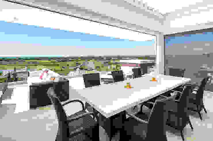 Modern balcony, veranda & terrace by Hi-cam Portugal Modern