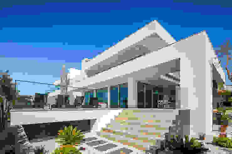 Moderne Häuser von Hi-cam Portugal Modern